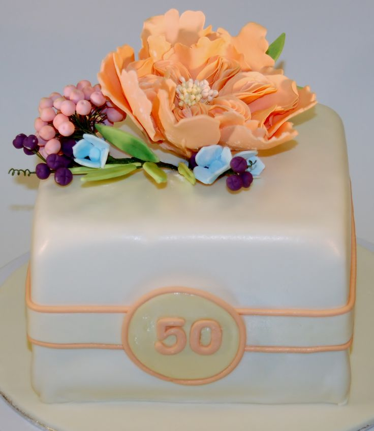 cake with sugerflowers, englisch rose