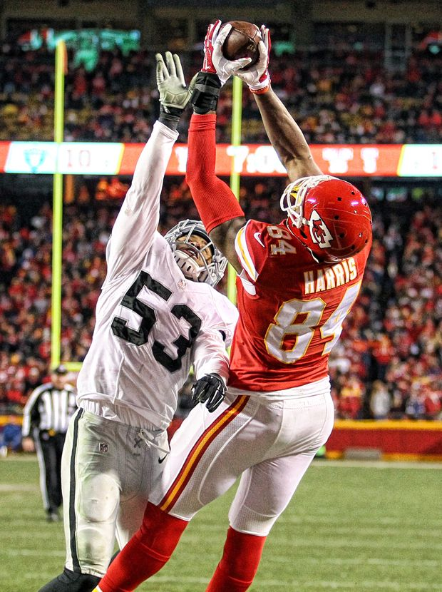 Demetrius Harris Makes Outstanding Catch for First Career TD, Chiefs 23, Raiders 17, Date: January 3, 2016, Photo by Jim Berry