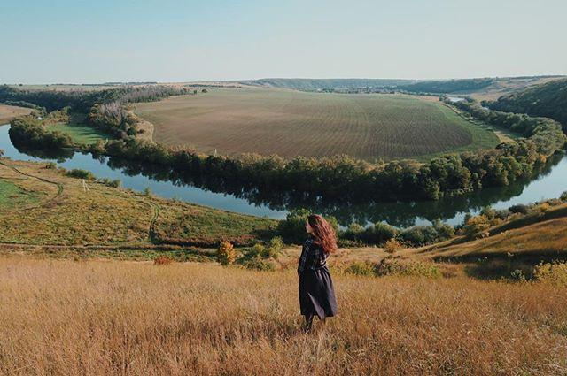"""WEBSTA @ junastasia - Ефремовский район, Тульская область 🌏Местные жители почему-то называют эти места своей """"Швейцарией"""". Не знаю, как по мне, больше похоже на пейзажи из фильмов про будущее, типа """"Интерстеллара"""". В любом случае, красота удивительная, духозахватывающая! В который раз убеждаюсь, что всего в 200-300 км от Москвы можно открыть для себя заново красоту этого мира. Путешествуйте!"""