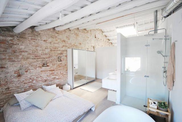 dormitorio con baño abierto