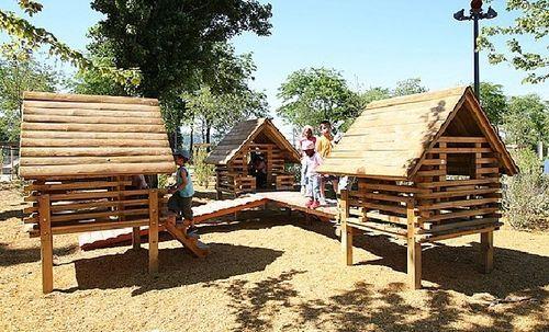 Cabane pour enfants reliées entre elles - bois