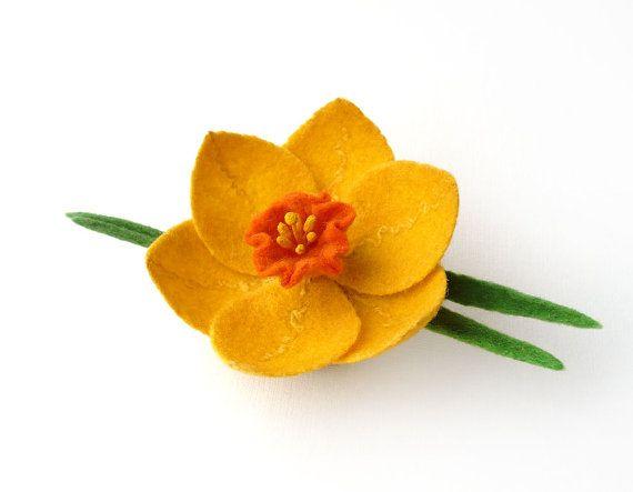 Felt brooch yellow narcissus daffodil <3