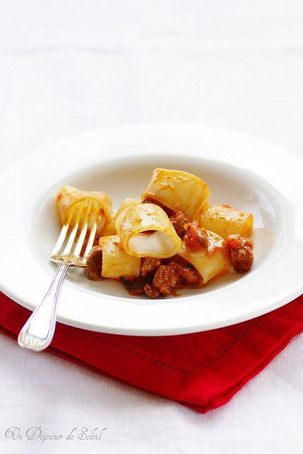 Pâtes calamarata au ragù d'agneau - Pasta with lamb ragù