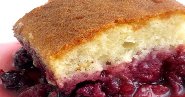 Plaisir de juillet... on agrémente notre traditionnel gâteau à la Jeannette de petits fruits frais.