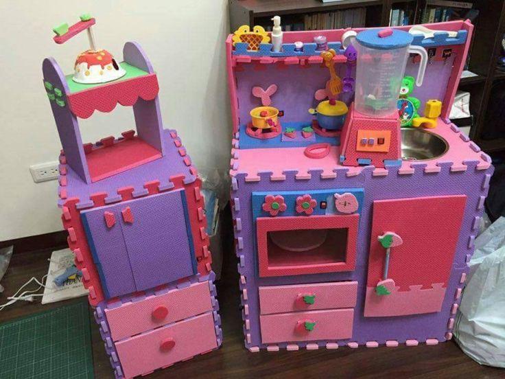 子供部屋のパズルみたいにつなげるジョイントマットを使って、おままごとキッチンを手作りDIYしよう♡とってもかわいい、台所や冷蔵庫など子供用のおもちゃが作れます!ふわふわしたスポンジやウレタンのマットなので切りやすく、お母さん、必見です♪