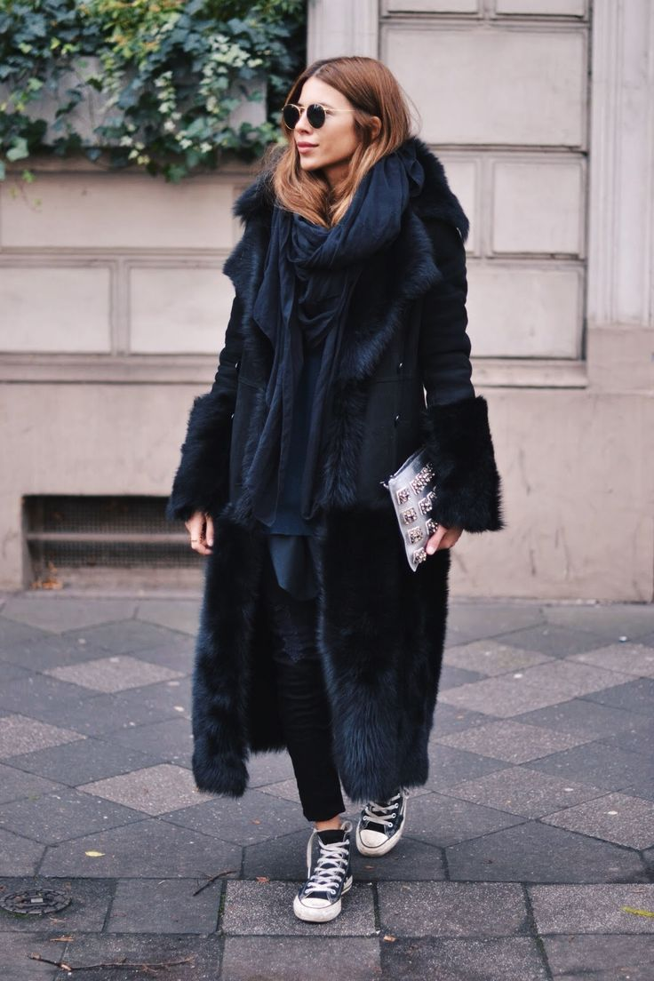 Maja Wyh in a statement coat                                                                                                                                                                                 Mehr