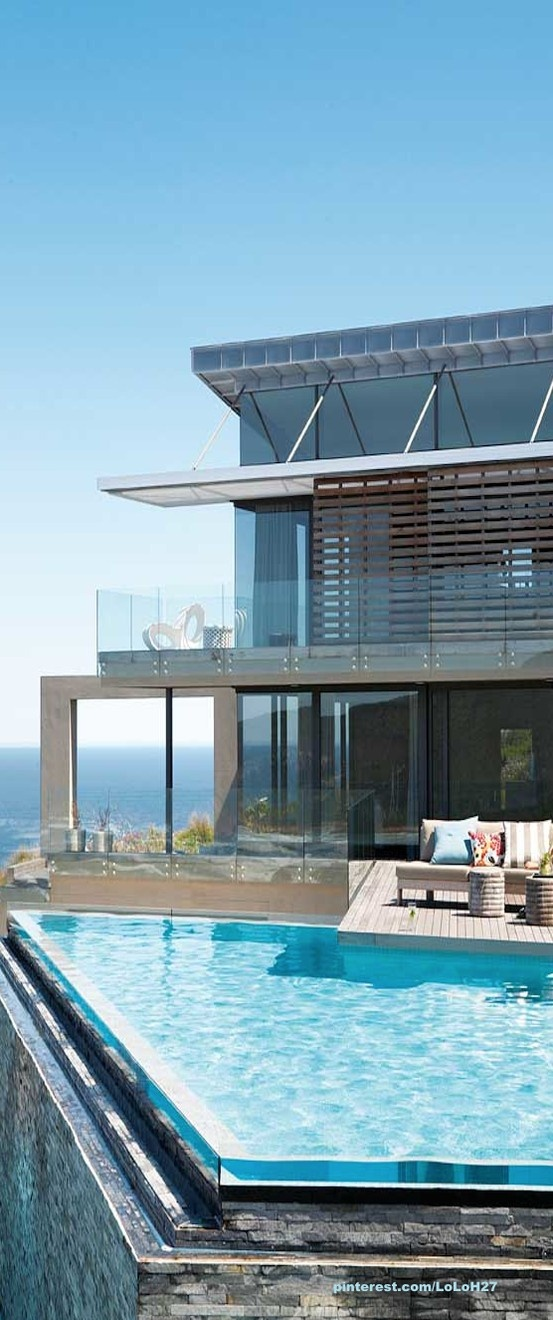 A Dream House Seems To Float Above The Ocean Gardens Furniture And The Lifestyle