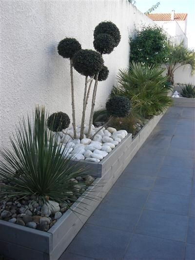 Retaining wall to the side of the house – plants garden ideas – #des #garden #houses …