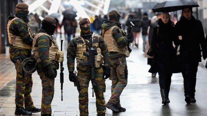 """Métro fermé et centres commerciaux clos : #Bruxelles sous contrainte de l'état d'urgence, samedi 21 novembre. Un """"risque d'#attentat tel que déroulé à #Paris"""", selon le Premier ministre, Charles Michel. Photo©Rti.be"""
