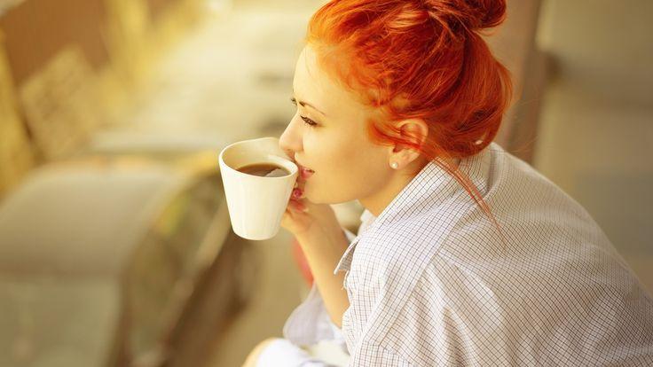 Воскресный кофе...Утро...Тишина... И хочется, чтоб счастье не кончалось! И чтоб светило солнце из окна, В душе была цветущая весна, И чтоб лицо напротив улыбалось!