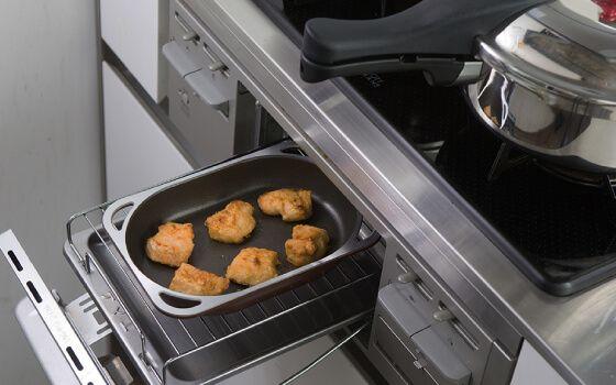 魚焼きグリルをフル活用できるフライパン。ノンフライ(揚げない揚げ物)など、「スペースパン」であっという間の100レシピ!