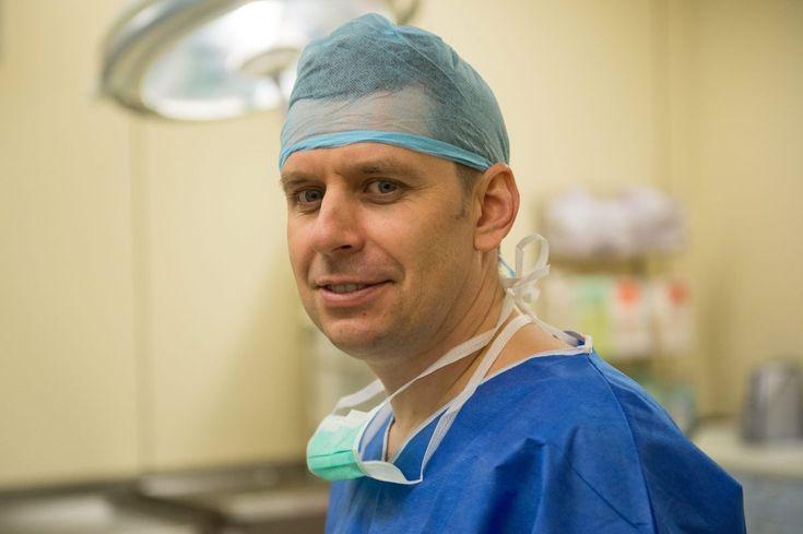 Lekarze z Wrocławia, którzy jako pierwsi na świecie postawili na nogi sparaliżowanego mężczyznę, wkrótce rozpoczną poszukiwania pacjentów do kolejnej operacji.