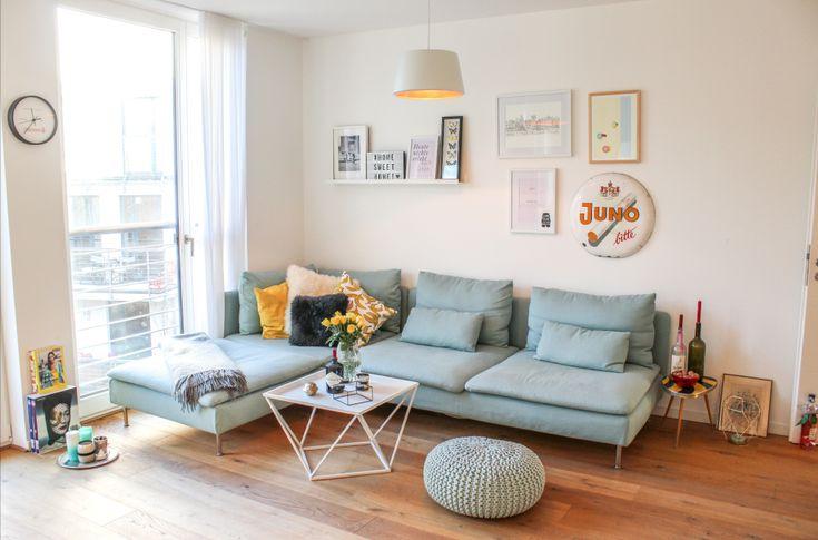 Modernes Wohnzimmer mit pastellfarbigem Sofa #Wohnzimmer - welche farbe für wohnzimmer