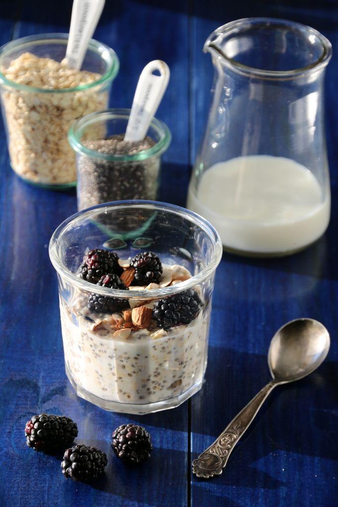 Kjøleskapsgrøt med chiafrø og bjørnebær, grei frukost