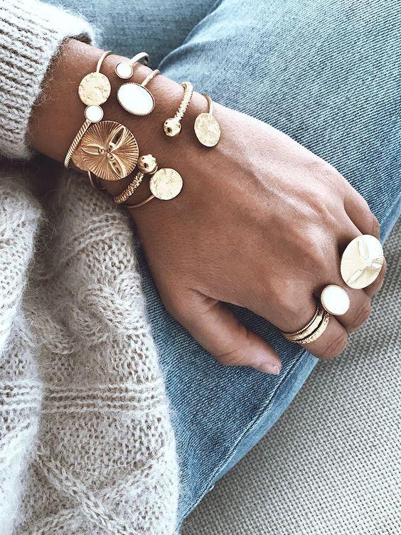 Bagues et bracelets en plaqué or en accumulation,…