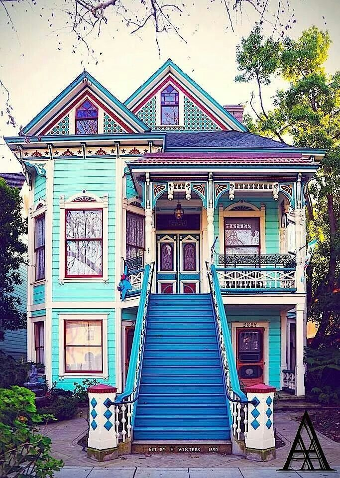 1890 Queen Anne/Eastlake Painted Lady Cottage.