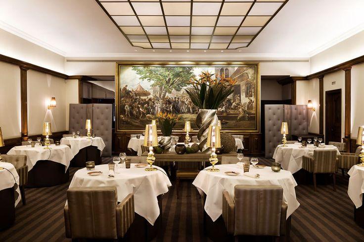 Au crocodile,  Haute cuisine française, entre terroir et modernité, dans un décor raffiné avec verrière et tableau de maître.  10 Rue de l'Outre