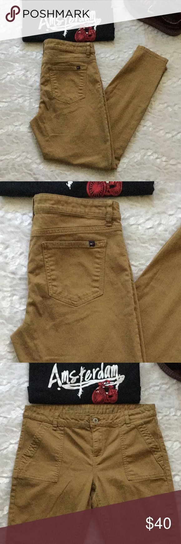 Mustard Tommy Hilfiger Zip Ankle Leg Jeans Tommy Hilfiger Ankle legs. Size 8. In excellent condition. Very cute will heels and army jacket Tommy Hilfiger Pants Skinny