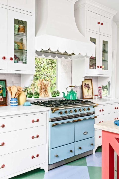 How smart is this? A scalloped hood adds sweet flavor to this kitchen.