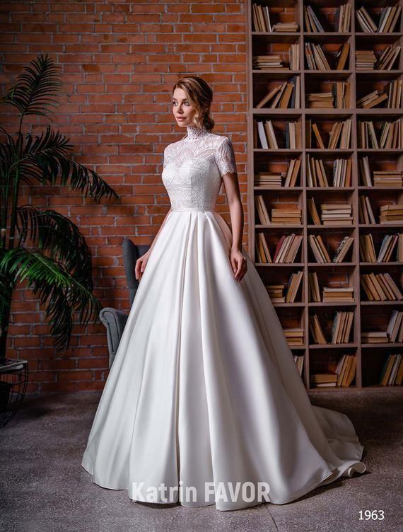Simple Wedding Dress Modest Wedding Dress Lace Wedding Dress Etsy In 2020 Modest Lace Wedding Dresses Modest Wedding Dresses Etsy Wedding Dress