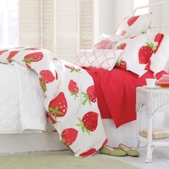 Such a cute bedspread! My girls would love this. Love the strawberries!