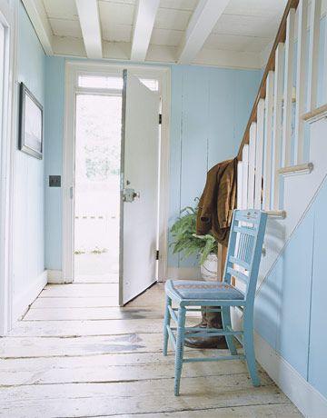 Azul acinzentado e branco