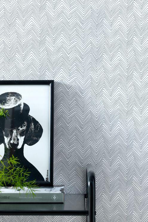 Et tapet i non-woven materiale. Hver rull er 10,05 m. Bredde 53 cm. Mønstertilpasset 10,6 cm. Made in Sweden.<br><br>Non woven-tapeter gjør tapetseringen enklere ved at du stryker limet direkte på veggen og deretter setter opp tapetet. Bruk vevlim, ettersom et vanlig tapetlim er laget for papptapeter. Her på Ellos kan du kjøpe et perfekt matchende vevlim! <br><br>