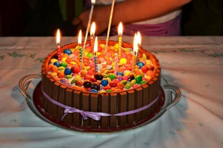 Kit e smarties cake