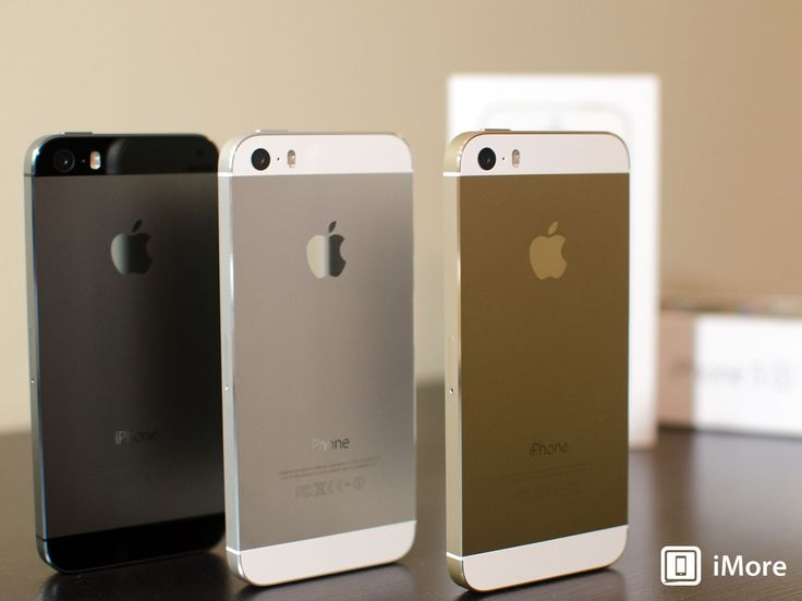 iPhone 5s photo comparison: Gold, Silver, and Space Gray! - http://www.aivanet.com/2013/09/iphone-5s-photo-comparison-gold-silver-and-space-gray/