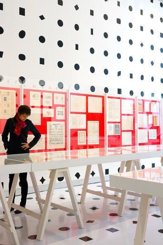 The 1,058 evenly spaced black splotches, circles, diamonds, ovals, and squares in the exhibition space are oversized periods from about 630 different typefaces, all drawn from the Monotype library. BILYANA DIMITROVA