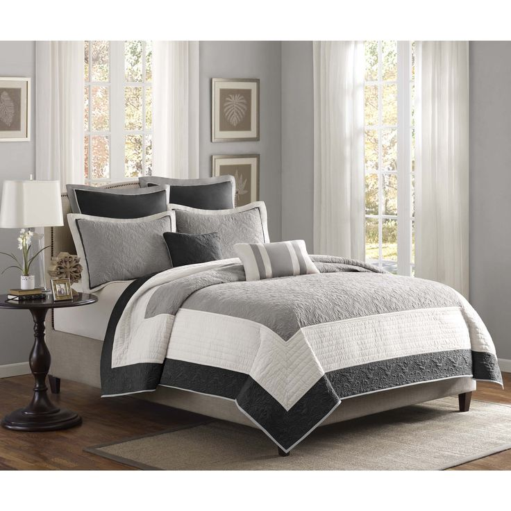 The Liverpool coverlet set is set in a black, ivory and grey, all working together to create this beautiful neutral colorway. The black and grey portions of the coverlet have an intricate woven design that add dimension to this coverlet.