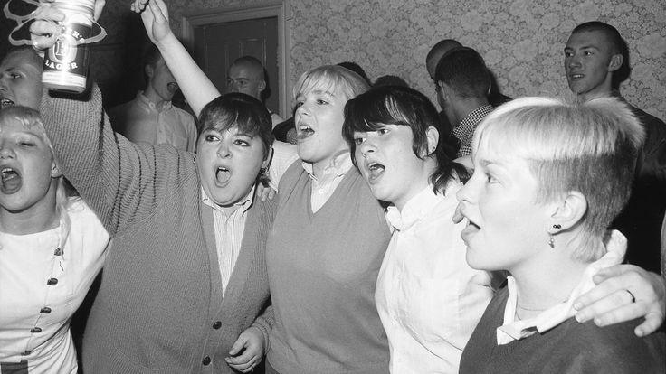 Foto's van jonge skinheads in Engeland in de jaren tachtig -