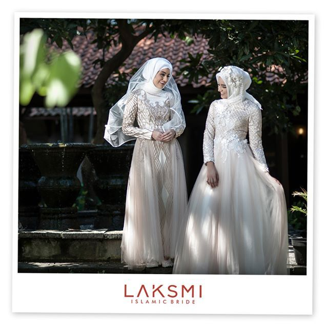 This gorgeous wedding dress from @laksmiislmaicbride  totally in love with all of element in the design that makes this BRIDAL look stuning  .  #wardrobe #gaunmuslim @laksmiislamicbrides by @laksmi_nungki   #headpiece @g.liem   #makeup #hijabstyle @rossy_makeup  #conseptual @byariemasita   #videographer @bocahbaguspictures   #talent @loydchristina12 @amanda_brant