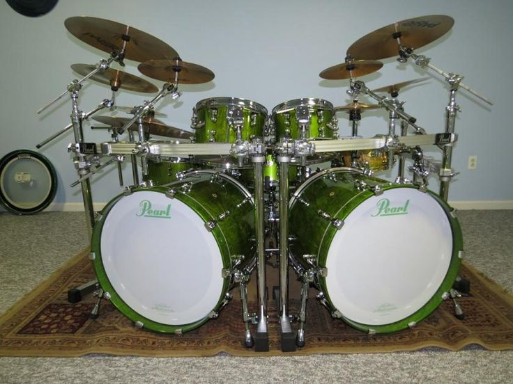 green Pearl drumset.  This is going to be mine someday.