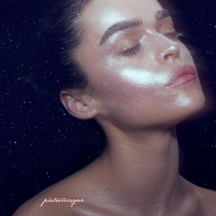 S T A R D U S T  Bourjois- Healthy Mix Serum Sleek- Barekissed Illuminator Monaco  Sleek- Barekissed Illuminator Casablanca  Burberry- Highlighter White Mac - Reflects Pearl  House of Beauty - Diamond Girl Highlighter  Lips  Loreal- Universal Lip glow  #bourjois #sleekmakeup #burberrybeauty #maccosmetics #houseofbeautyco #loreal #makeuplover #makeupmafia  #wakeupmakeup #wakeupandmakeup #undiscovered_muas #makeupfanatic1 #vegasnay #makeupaddiction #glitter #shimmer #sparkle