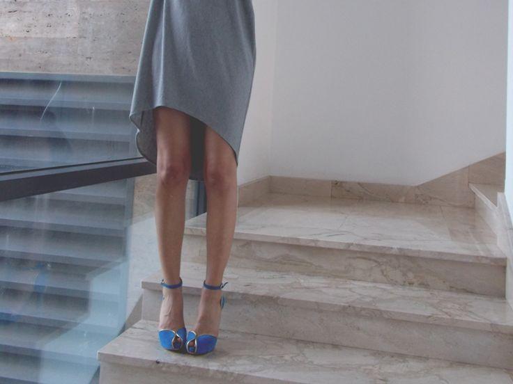 @kcomekarolina wears blues #sandal with #gold details to #springsummer collection of @sergiolevantesishoes.