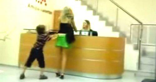 Cet enfant a fait quelque chose d'affreux à sa mère qui m'a personnellement laissé dans le dégout total!!! Je ne sais pas comment vous allez la trouver vous?