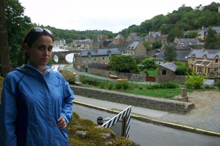 Dinan'ın en önemli özelliği surlar içerisindeki harika şekilde korunmuş eski evleri ve Rance nehrine tepeden bakan manzarası. Burası Brittany bölgesine gidenlerin ilk ziyaret etmeleri gereken yerlerden biri... Daha fazla bilgi ve fotoğraf için; http://www.geziyorum.net/dinan/ — Mecit Çöllek ile birlikte.