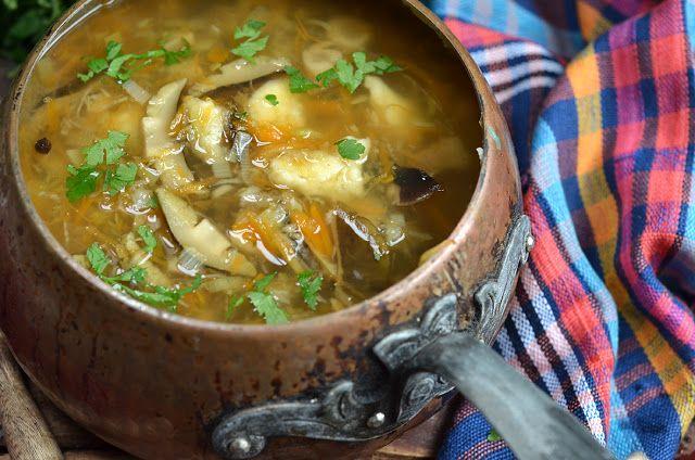 zupa ze świeżych grzybów, sprawdzony, bardzo dobry przepis Pani Iwonki z naszego sklepiku. Samo dobro z babciną zacierką, spróbujcie koniecznie
