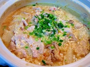 「白菜と豚肉のニンニクたっぷり豆乳鍋☆辛味噌風味」体がポカポカ温まる、白菜のニンニク豆乳鍋です。スープまで美味しくて飲み干してしまう一品です。白菜もたっぷり食べられます。【楽天レシピ】
