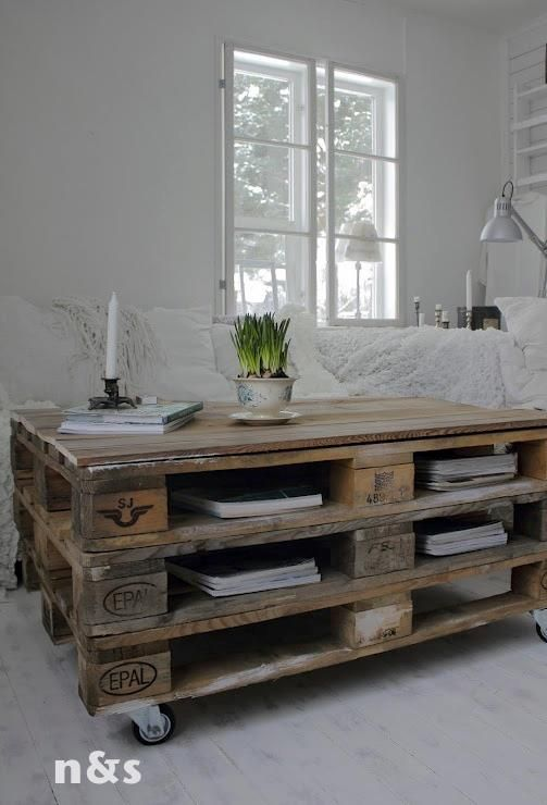 Mesa con huecos para almacenaje