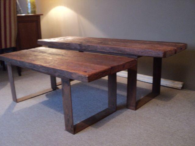 Mesas ratonas base de hierro y tablon de madera maciza.