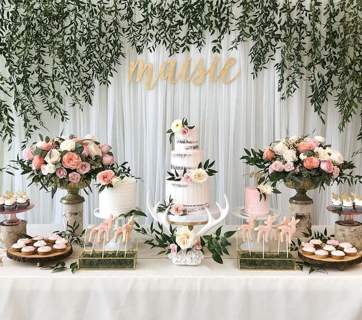 A einhirschreiche birthday party for the sweet Maisie. Loved it, this super feminine party with soft pinks, gold accents and ...