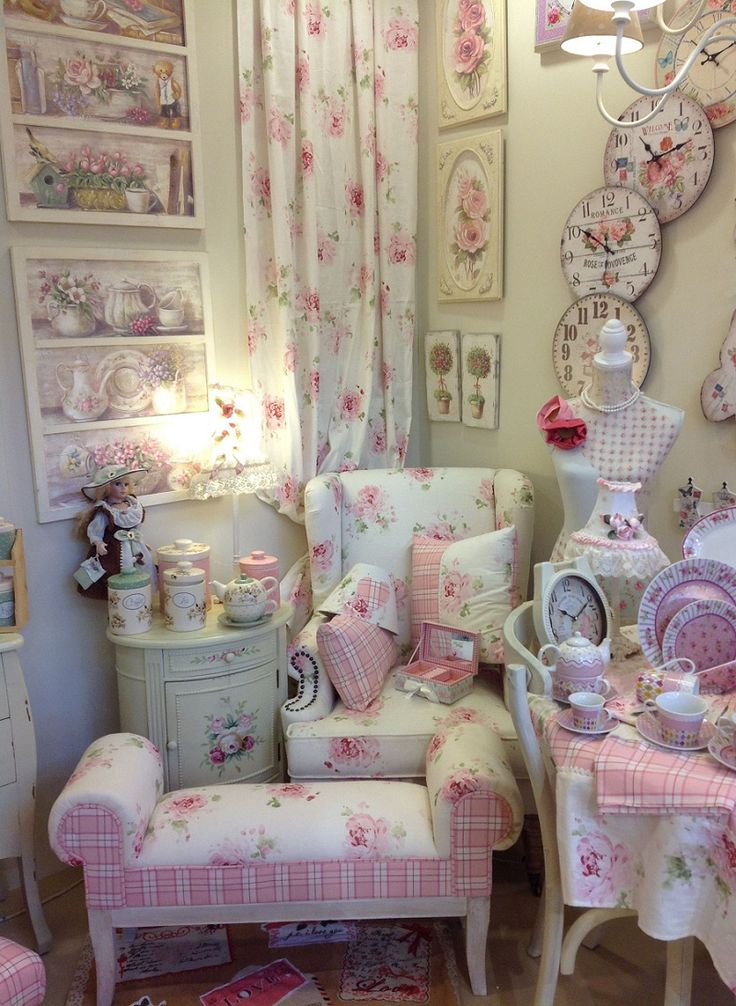 Typical inart #romantic corner.. as #pink as it gets! Discover more romance at: http://www.inart.com/en/MyStyleDetails/MyStyle_slh_Romantic2015/ROMANTIC