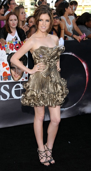 Anna Kendrick in Marchesa - a mini version of that gorgeous Eva longoria dress that I love so much! Yes please