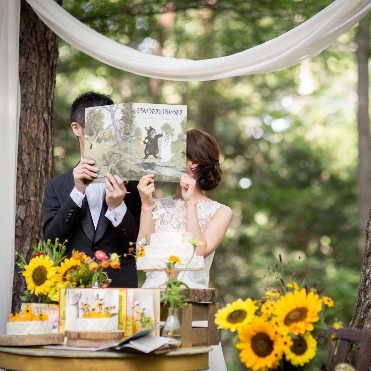 【ヒマワリと絵本の森-しろいうさぎとくろいうさぎ】 「ぼく、ねがいごとをしているんだよ。 いつも いつも、いつまでも、きみといっしょにいられますようにってさ。」 二ひきは手を握り合い、たんぽぽの花を摘んで耳にさしました。 (絵本:しろいうさぎとくろいうさぎより)  #TRUEwedding  #軽井沢ウェディング#wedding#結婚式#プレ花嫁#花嫁#結婚式準備#ガーデンウェディング#ウェディング#オリジナルウェディング #手作り#photo#love#貸切ウェディング#邸宅ウェディング#絵本#しろいうさぎとくろいうさぎ