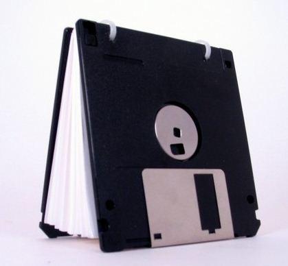 Cómo fabricar una libreta con diskettes.