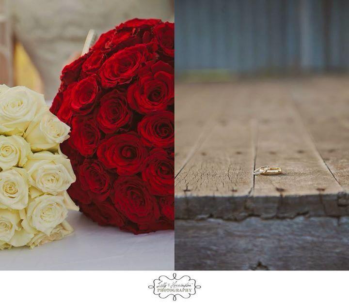 Details! Bridal flowers, wedding rings. Country, rustic wedding. Lilly & Herrington Photography. Www.lillyandherrington.com