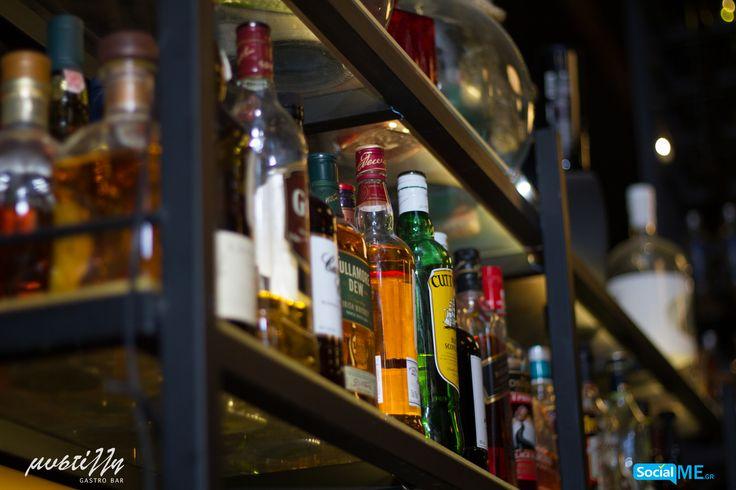 Neat, ή on the rocks; Όπως και να προτιμάτε το ουίσκι, είναι βέβαιο ότι στη Μυστίλλη θα το απολαύσετε όπως πρέπει! Εάν δεν έχετε όρεξη για cocktail, παραγγείλτε ένα από τα δημοφιλή ουίσκι που έχουμε στην κάβα μας!