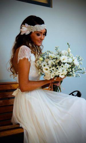 Gooi je haar los! Er is echt niets meer romantisch en mooier dan een bohemien bruid.Boho schoonheid draait om een natuurlijke, losse stijl.Denk aan nonchalant, natuurlijk golvend haar, subtiele make-up en verrassende accenten. Het haar mag ...
